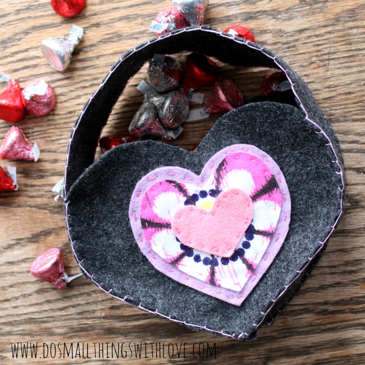 felt heart shaped valentines bag 1