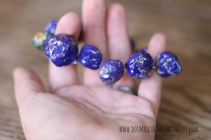 upcycled newspaper beads how to