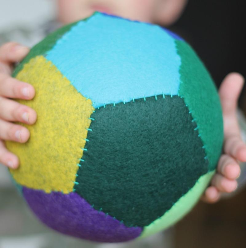 tutorial for making your own felt balls