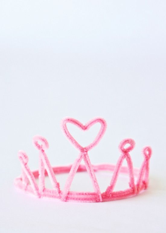 Pipe-Cleaner-Princess-Crowns-Wands-4-550x774